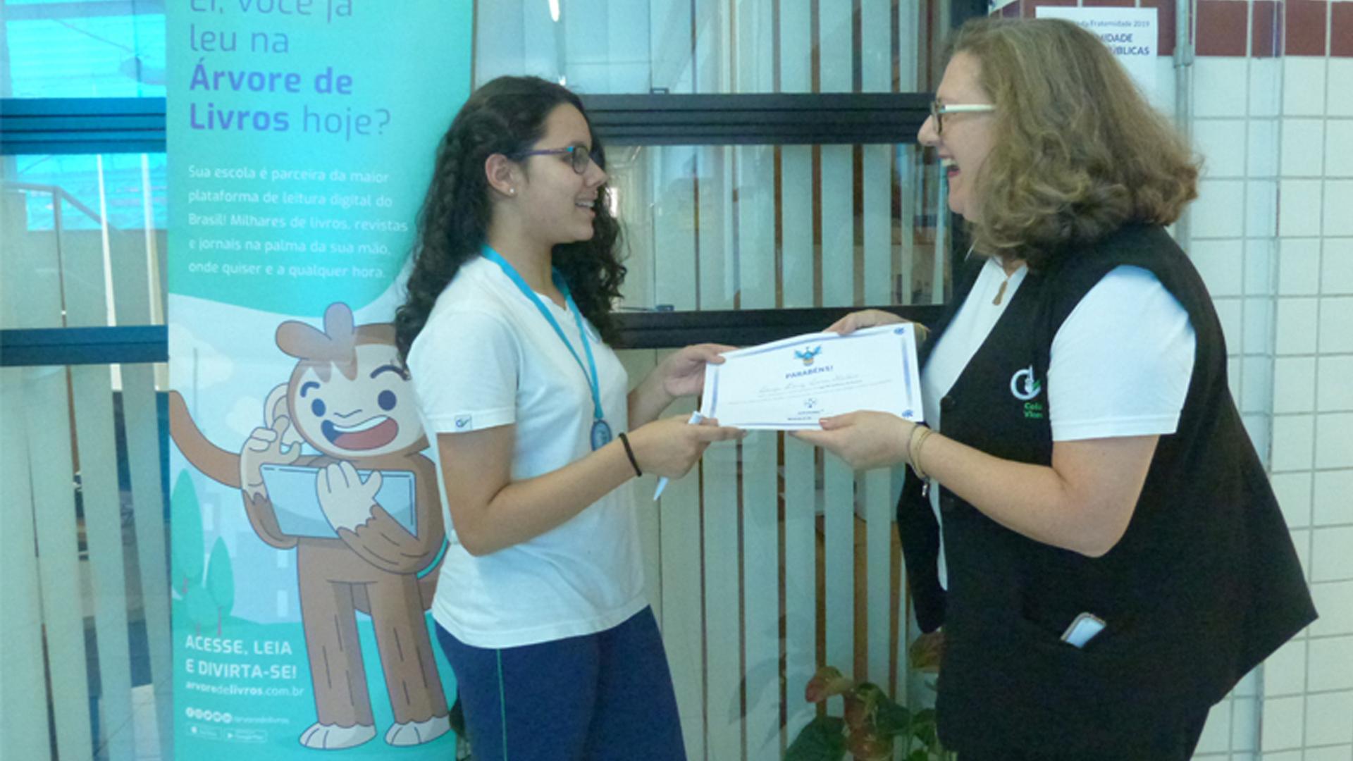 [Luiza Diniz Lima Monteório do 7° Ano,conquistou o Nível Diamante de leitores da Árvore de livros . Parabéns Luiza!]