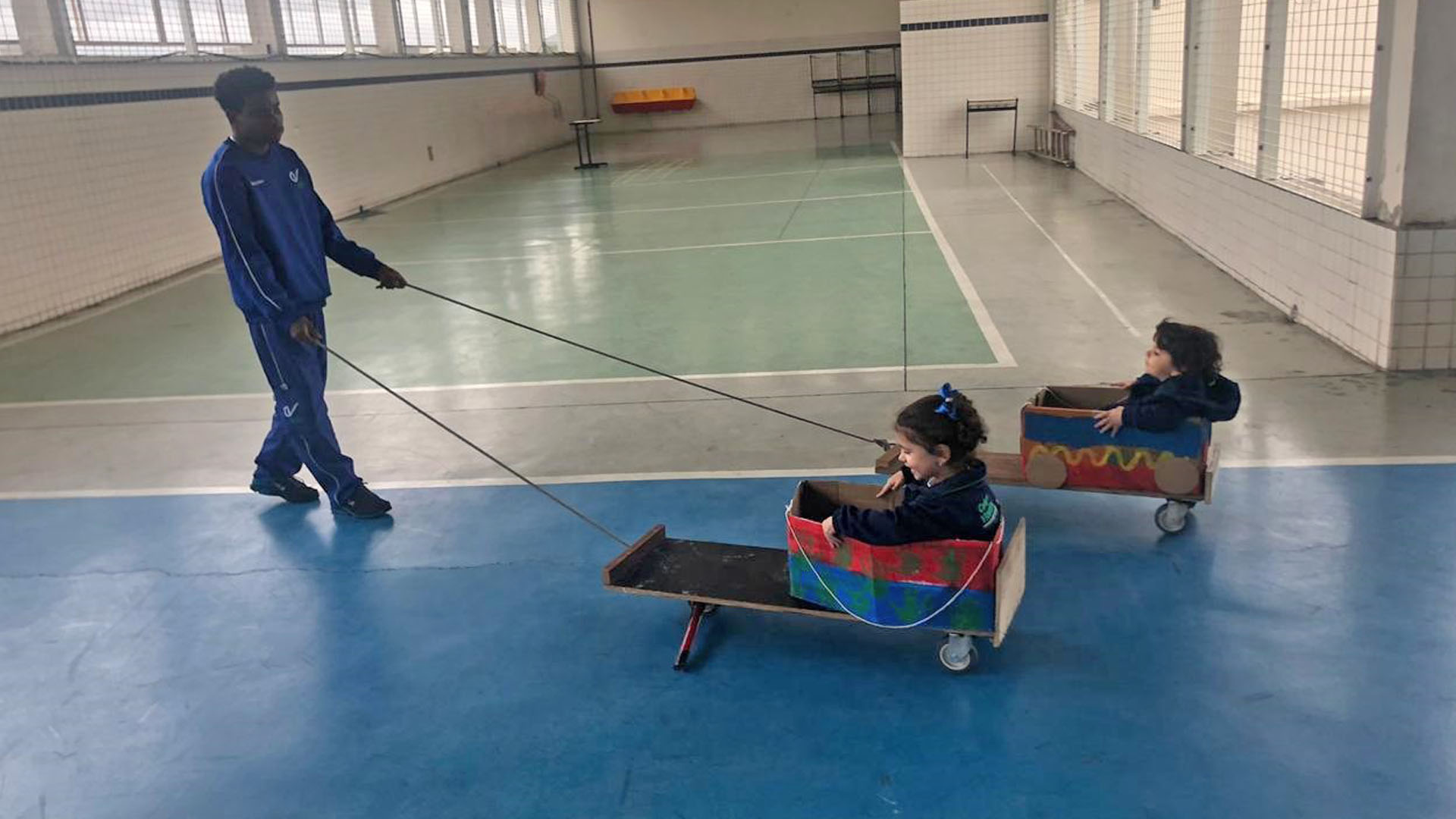 [Aula Maker - Finalização do carrinho com material reciclável - Integral Educação Infantil]