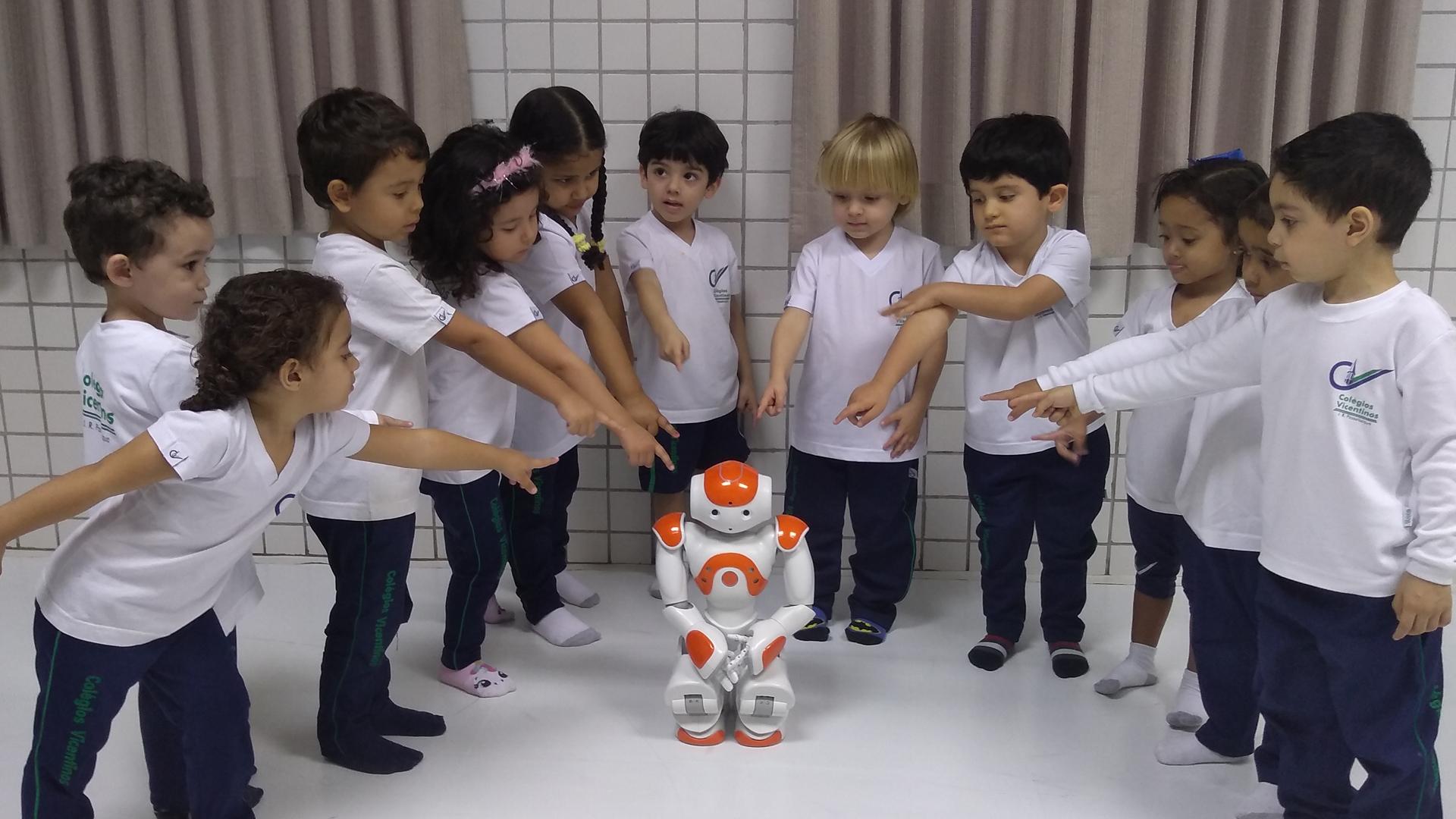 [Aula interativa com o Robô Nao - Maternal II A]