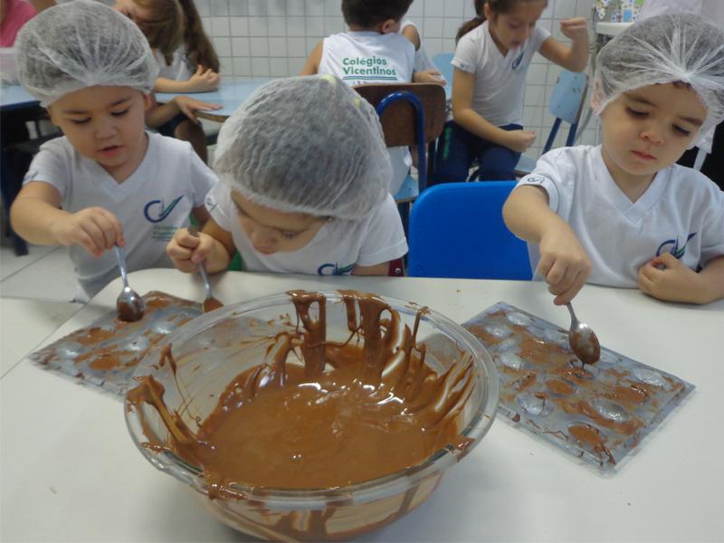 [Fazendo ovos de chocolate - Educação Infantil]