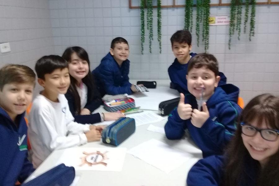 [Alunos do 4º ano A estudaram a formação da população brasileira]