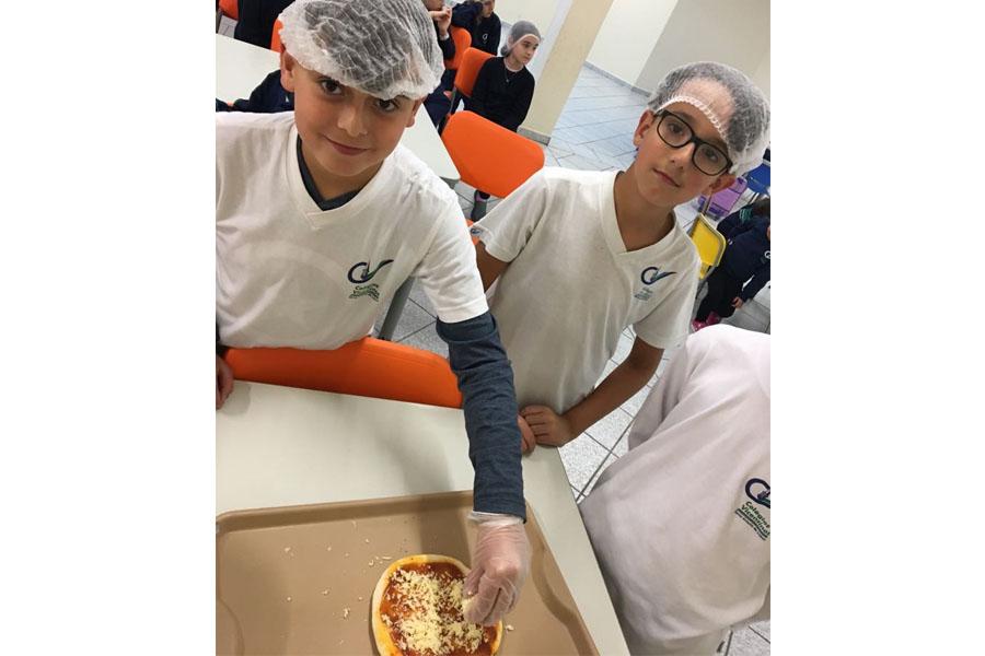 [Alunos do 4º ano C estudam frações e se deliciam com uma saborosa pizza!]